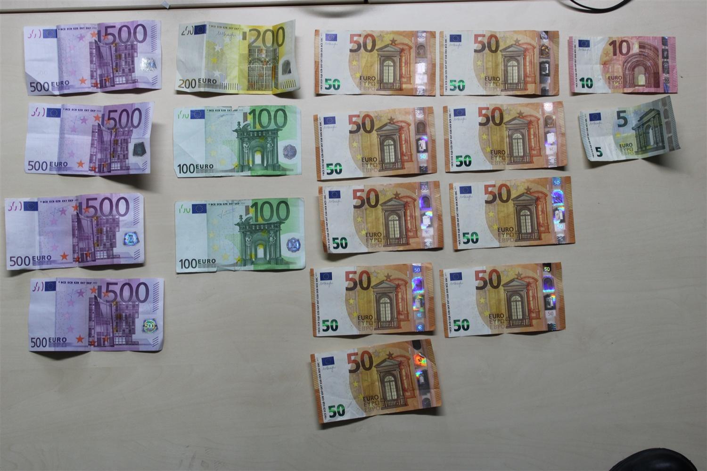 A57 bei Krefeld: Polizei bringt Autofahrer tausende Euro zurück