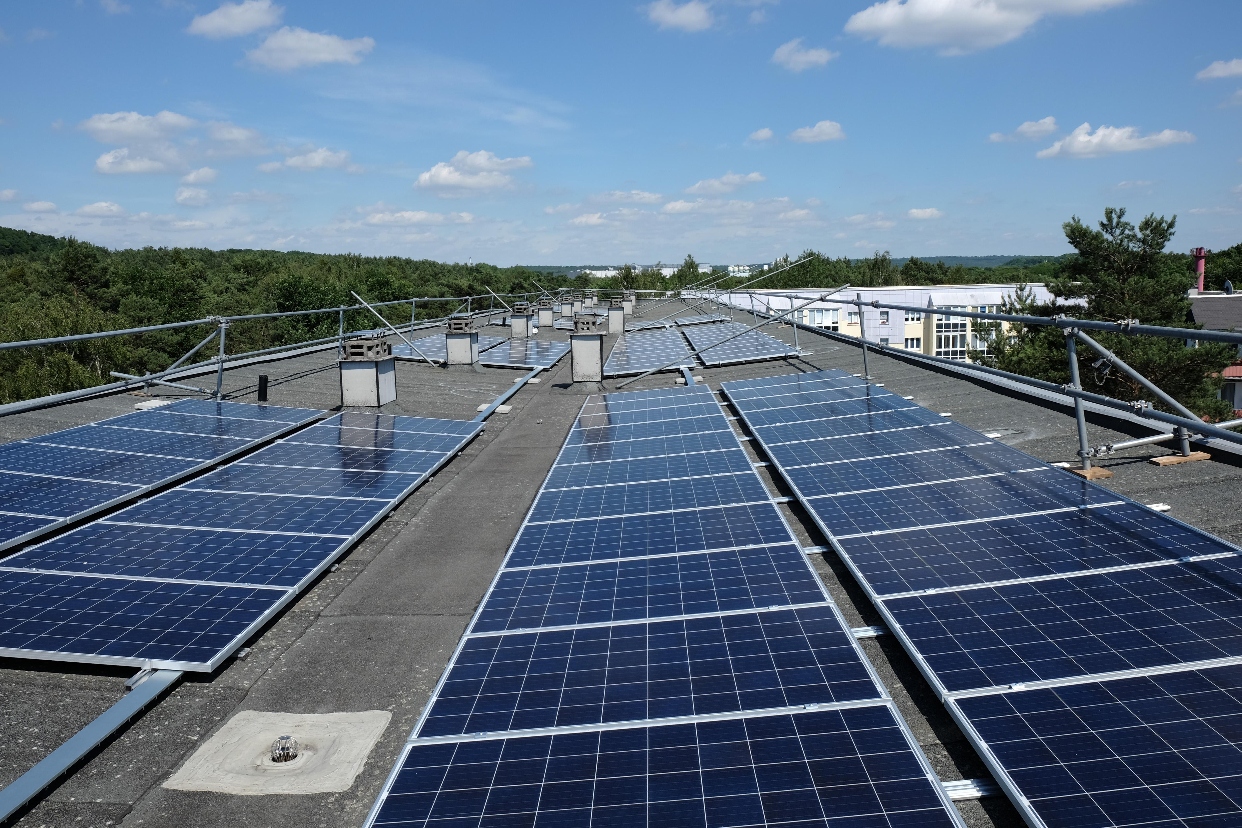solar ausbau vonovia und e on errichten in dresden 56 photovoltaikanlagen auf presseportal. Black Bedroom Furniture Sets. Home Design Ideas