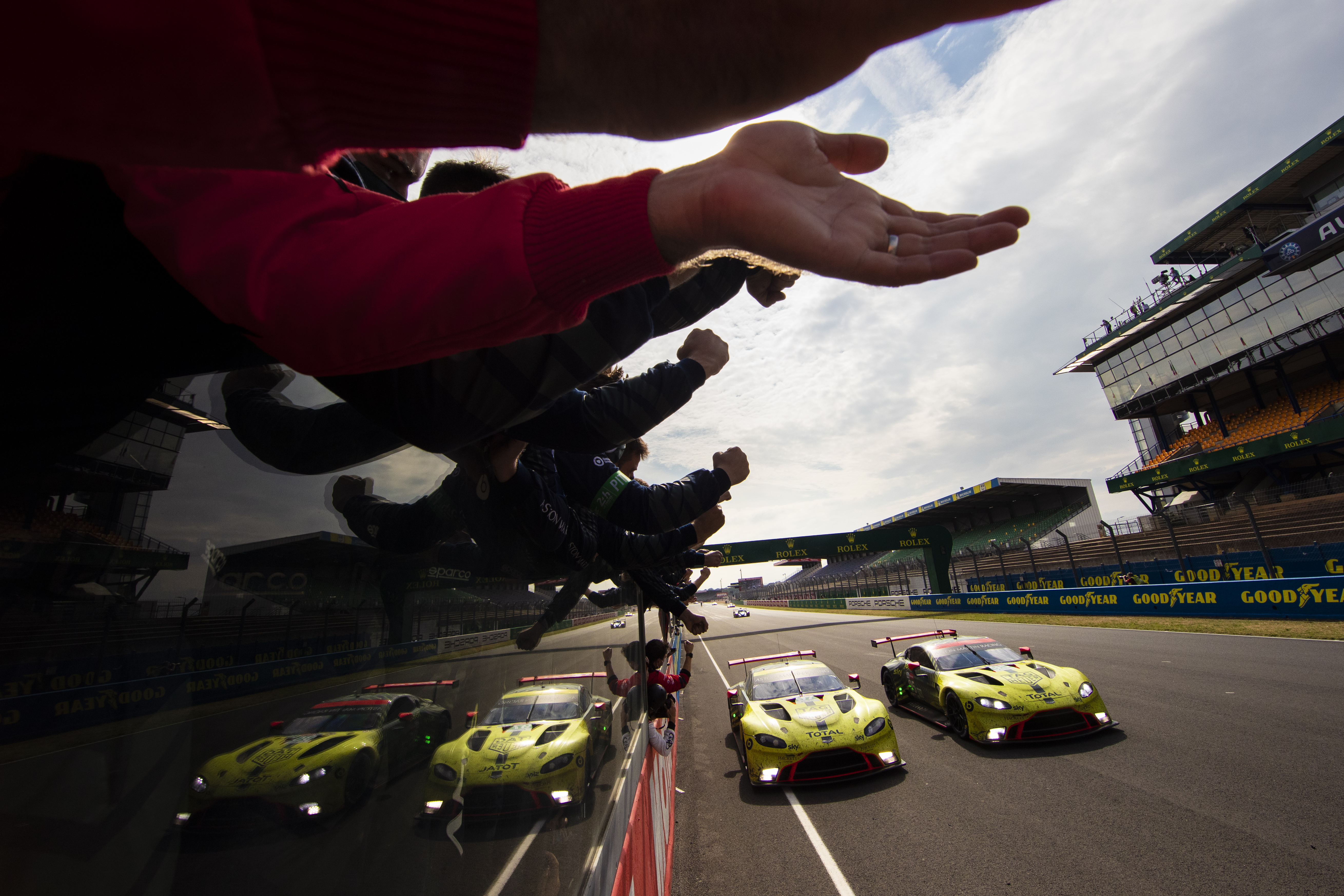 Aston Martin Wins The 24 Hours Of Le Mans And Clinches The Wec Manufacturers Title Presseportal