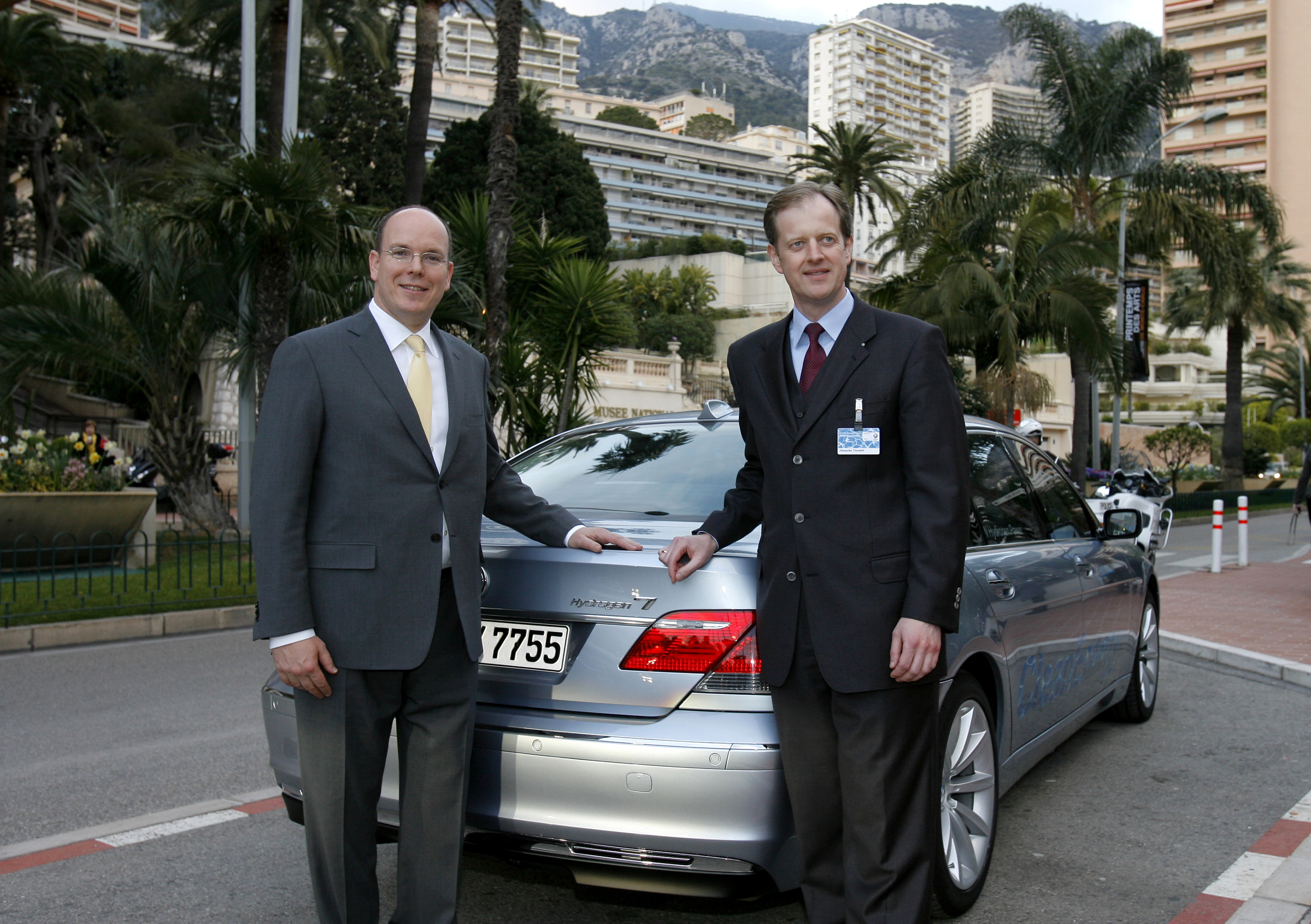 ▷ Prinz Albert II. erhielt Schlüssel für BMW Hydrogen 7 / Übergabe ...