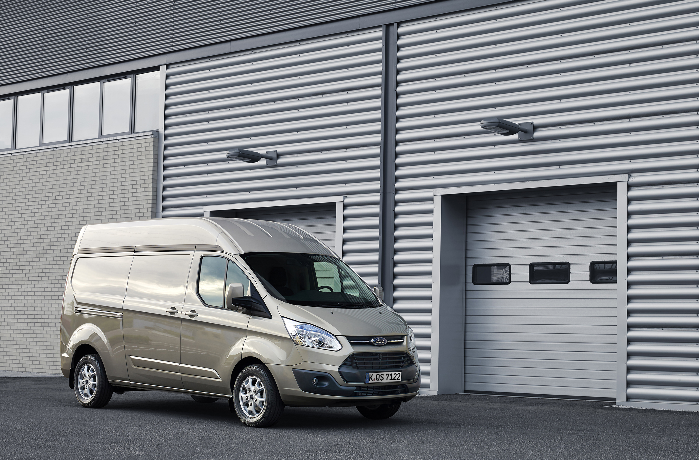 Neuer ford transit custom nun auch mit hochdach bestellbar for Innendekoration vankann gmbh