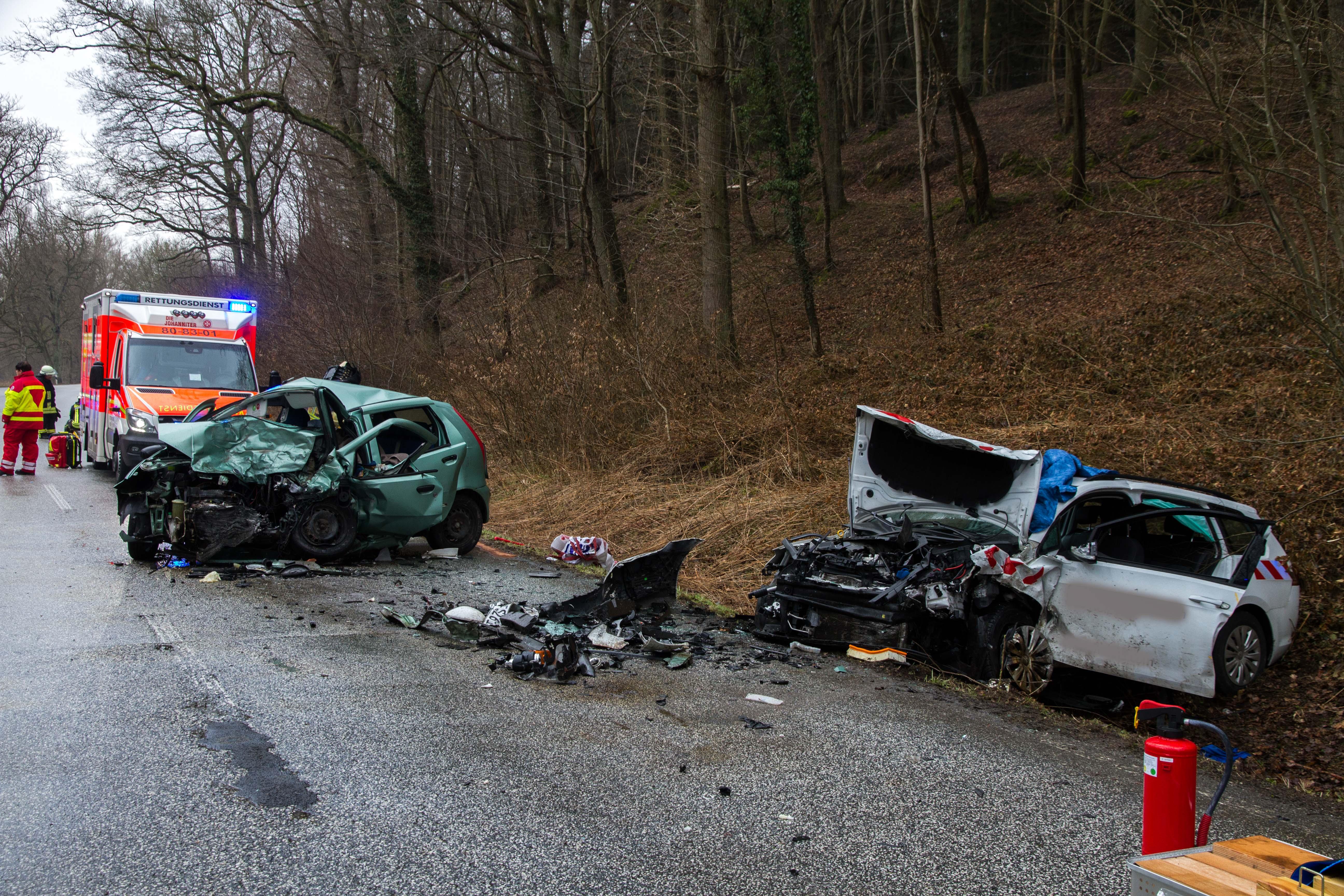 FW-PLÖ: Ein Mann stirbt auf der B 430 nach einem Verkehrsunfall ...