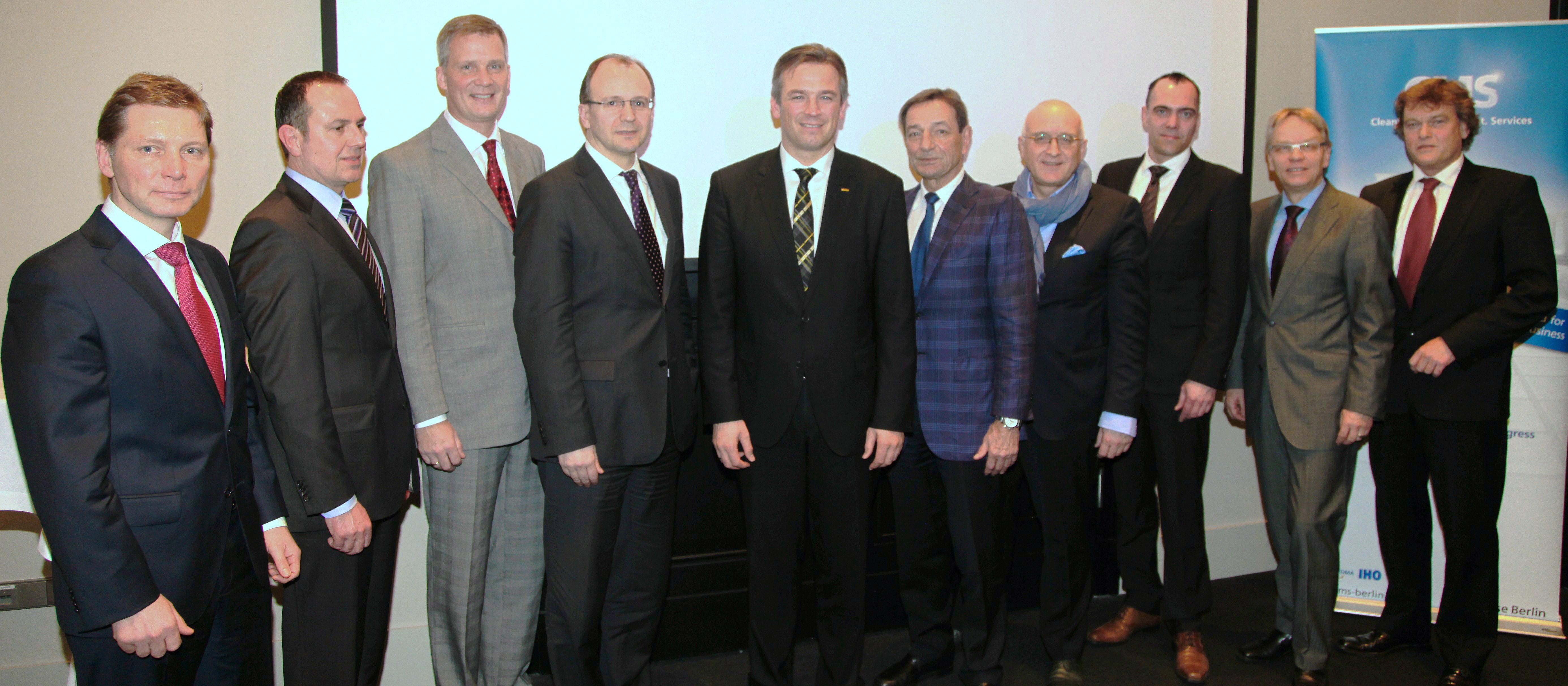 v.l.n.r. neue Beiratsmitglied Markus Stojan, Vice President Sales &  Marketing Region Central von SCA Hygiene Products AFH Sales GmbH; Uwe  Brenne, GF ...