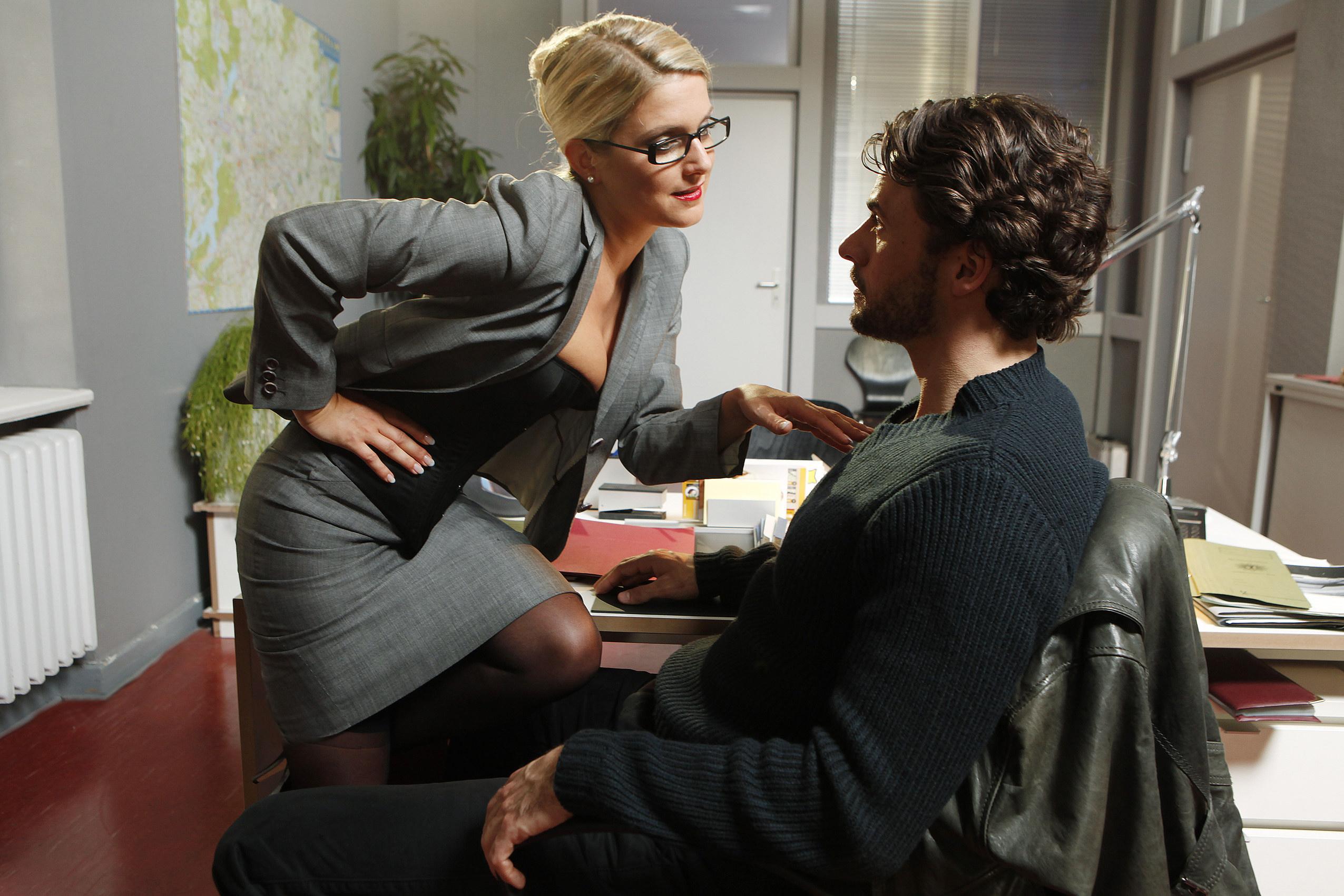 erotisch sexy verrucht jeanette biedermann als callgirl undercover am dienstag den 14. Black Bedroom Furniture Sets. Home Design Ideas