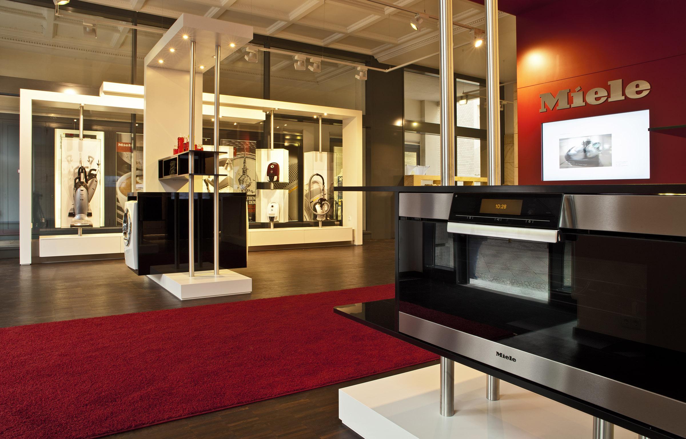 b rgermeister wowereit miele setzt ein zeichen miele gallery unter den linden heute. Black Bedroom Furniture Sets. Home Design Ideas