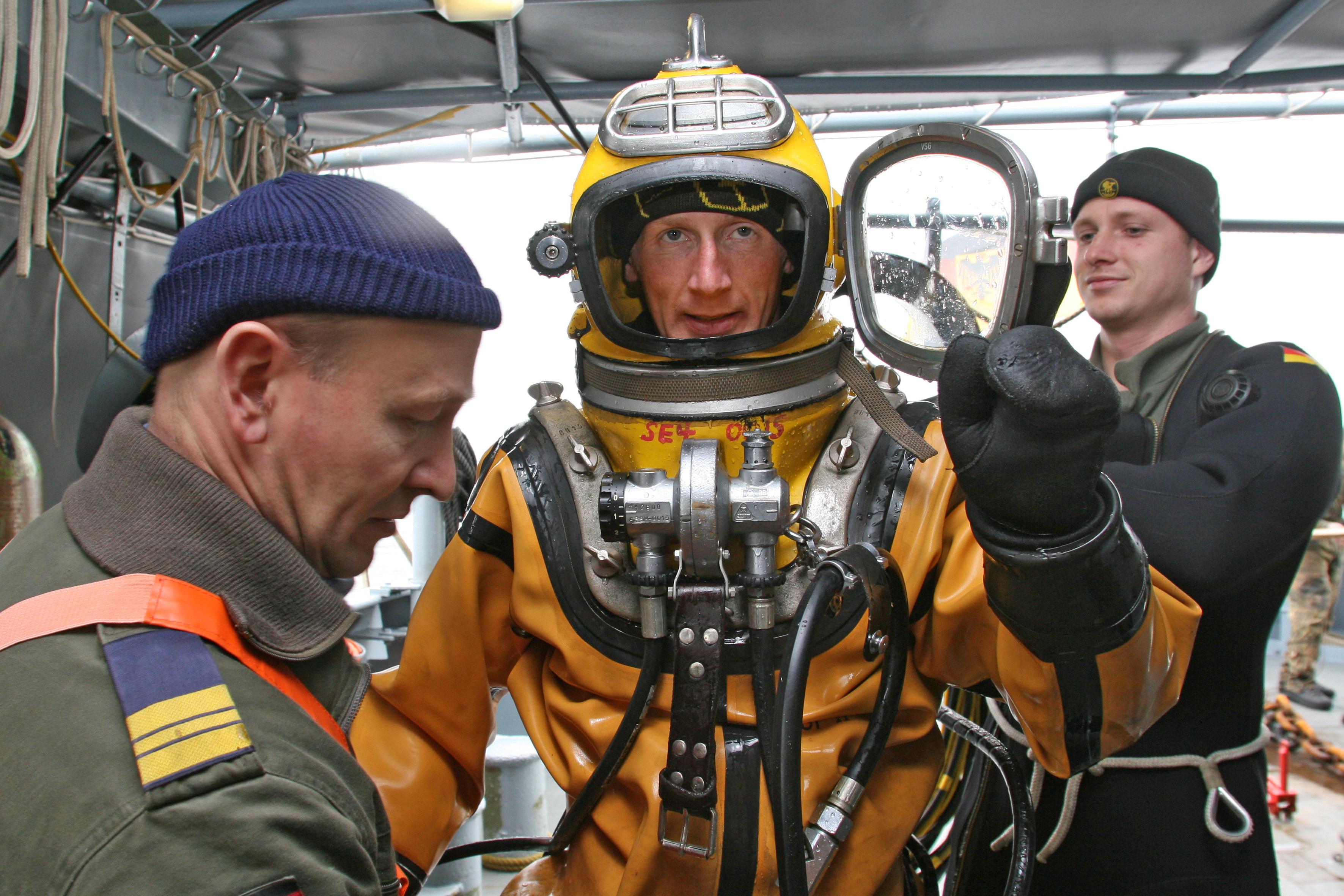 5731f80f9a Deutsche Marine - Presseberichte/ Porträt: Traumverwendung: Helmtaucher bei  der Marine