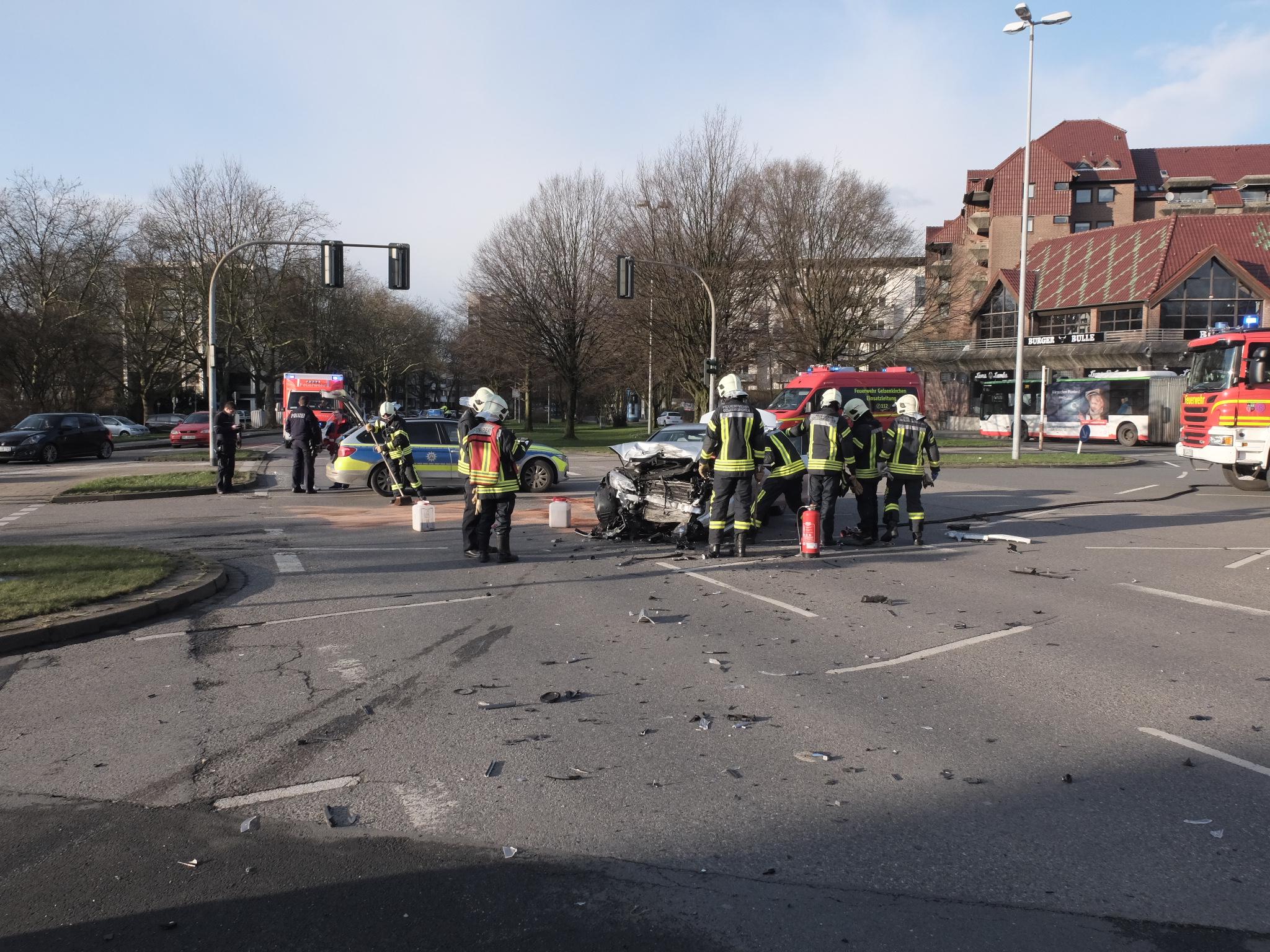 Fw Ge Verkehrsunfall In Gelsenkirchen Buer Stadt