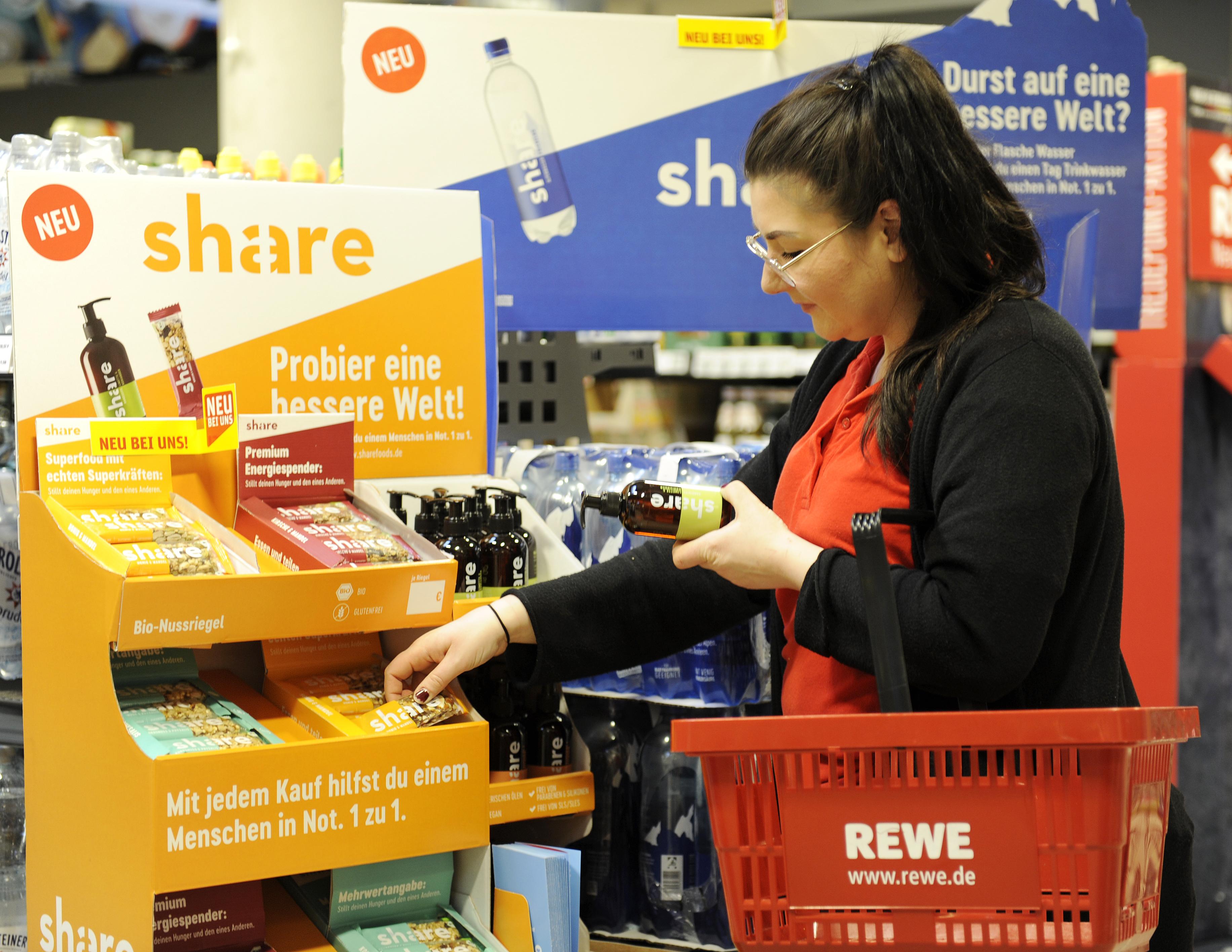 Rewe und DM starten Verkauf von Produkten der sozialen Marke
