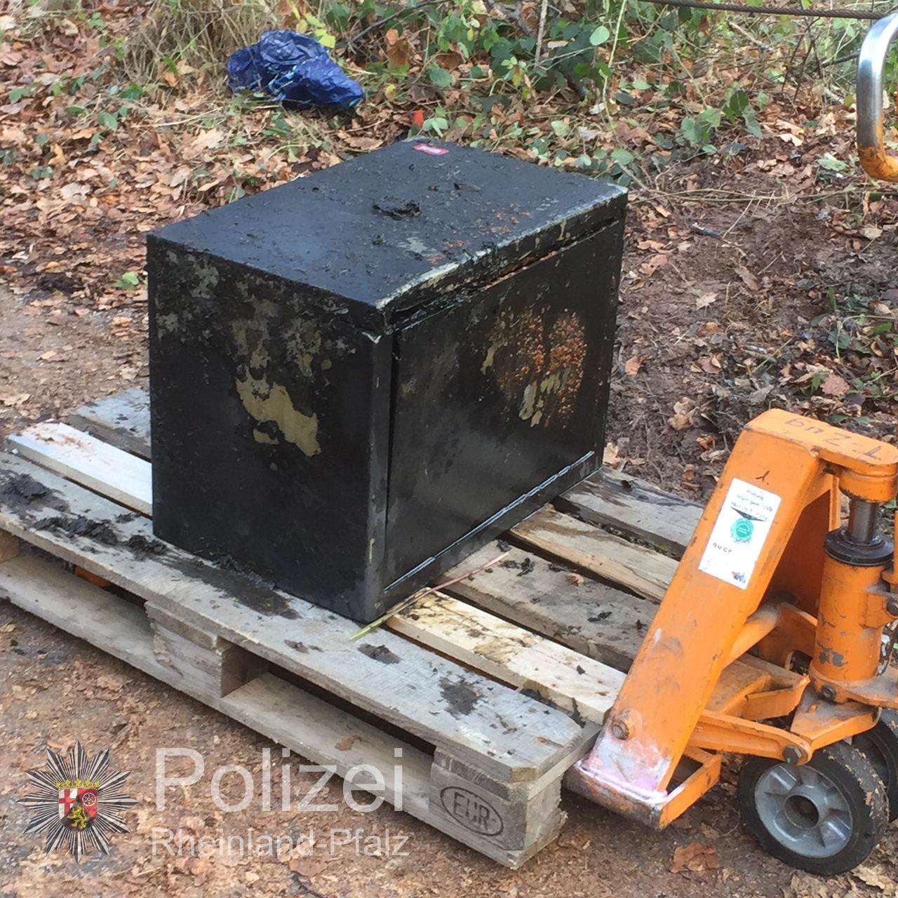 pol ppwp tresor und munition bei taucheinsatz gefunden pressemitteilung polizeipr sidium. Black Bedroom Furniture Sets. Home Design Ideas