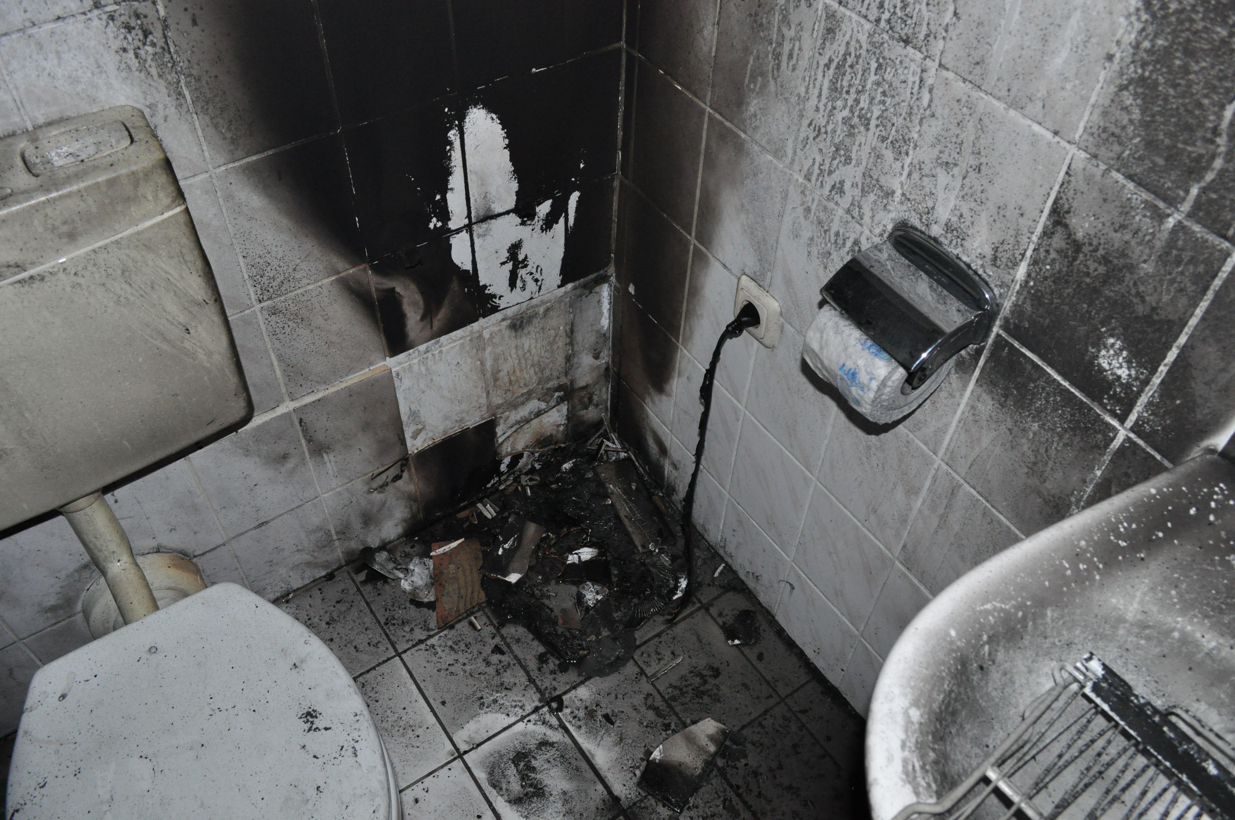 pol ni heizl fter verursacht brand im badezimmer pressemitteilung polizeiinspektion nienburg. Black Bedroom Furniture Sets. Home Design Ideas