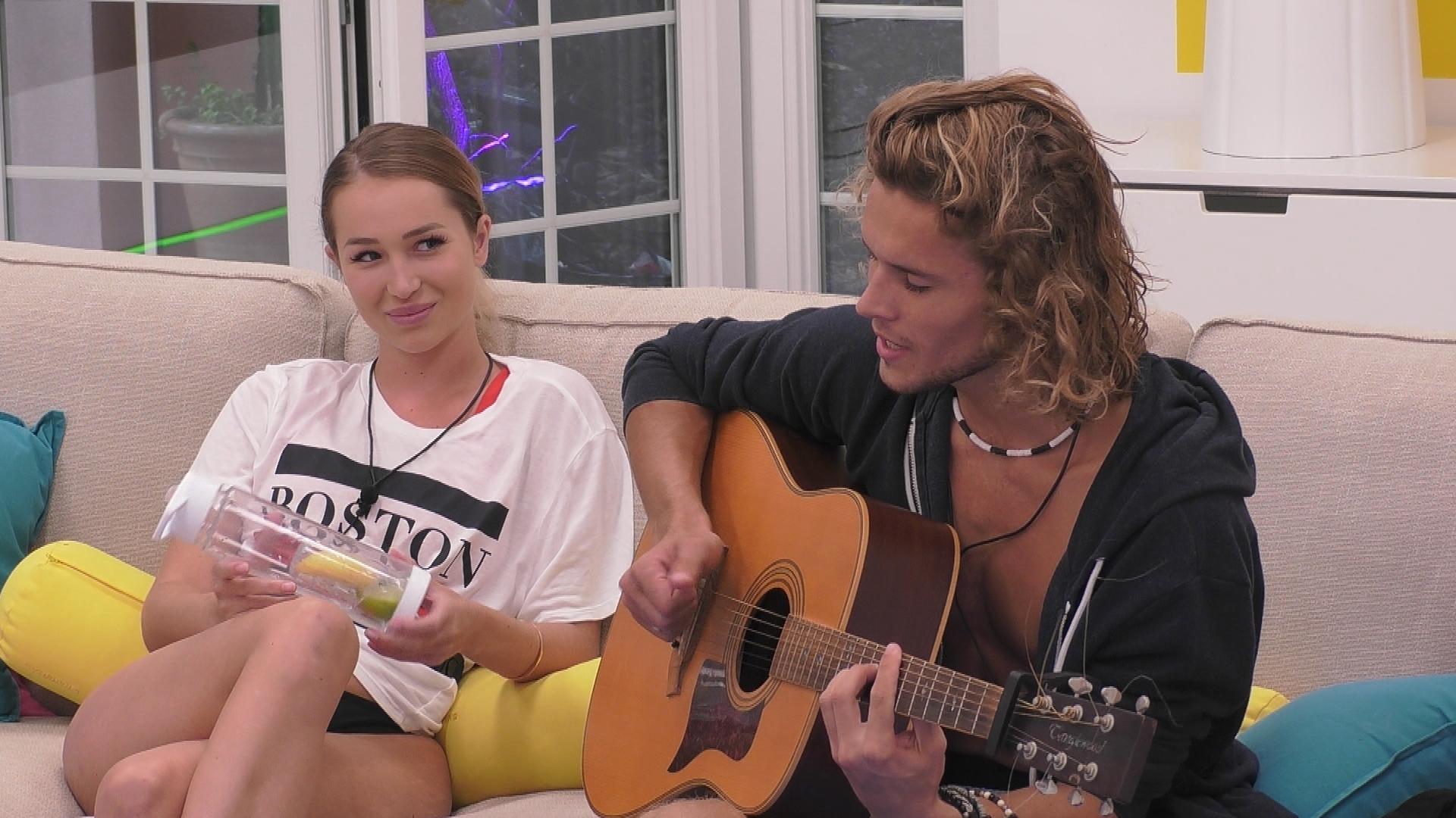 Love Is In The Air Zwei Neue Islanderinnen Mischen Die Villa