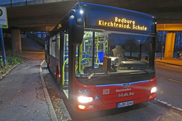 POL-ME: Phantombilder nach bewaffnetem Raubüberfall auf Busfahrer - Velbert - 2001120