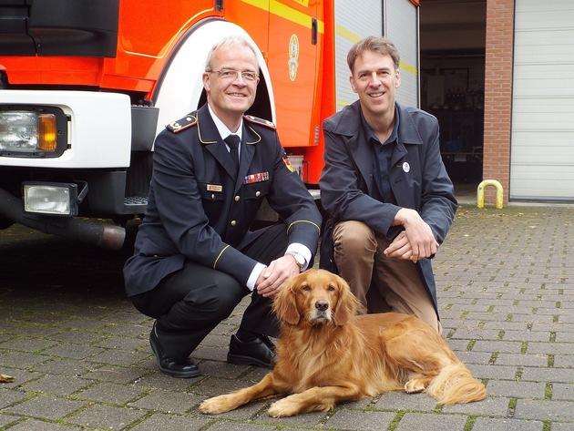 Karl-Heinz Knorr, Vizepräsident des Deutschen Feuerwehrverbandes (links) und Rüdiger Jürgensen, Geschäftsführer von VIER PFOTEN Deutschland © Andreas Neven