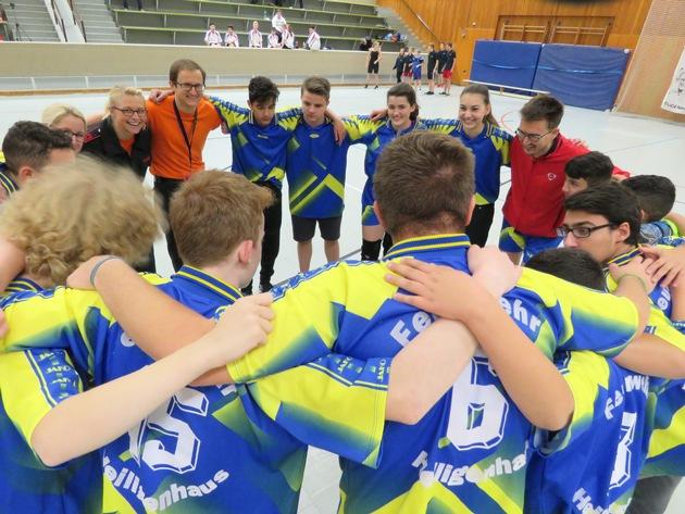 Die Mannschaft bespricht die Taktik zu Spielbeginn. (Foto: Feuerwehr Heiligenhaus)