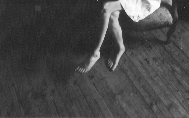 Schwarzweiß Fotofrafie: Beine einer Frau