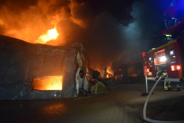 Ein Teilbereich der niedergebrannten Industriehalle
