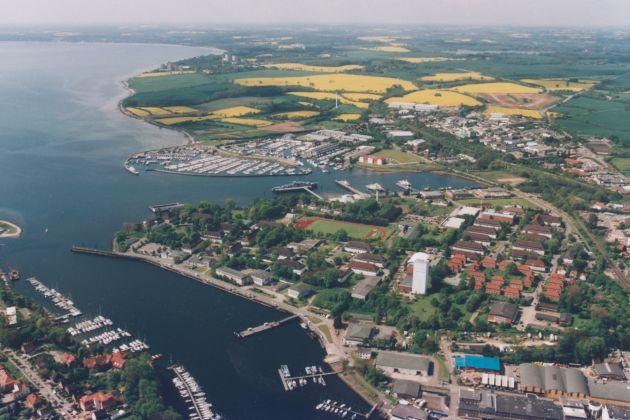Archivbild: Luftaufnahme des Einsatzausbildungszentrums Schadensabwehr Marine (Bildmitte). Foto: Deutsche Marine.