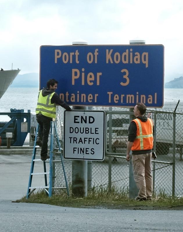 """Stadt auf Insel vor Alaska umbenannt: Aus Kodiak wurde für einen Tag ,Kodiaq'. Für das neue große SKODA SUV wurde die Stadt Kodiak auf der gleichnamigen Alaska-Insel umbenannt. Am vergangenen Freitag änderte sich der Stadtname KODIA,K' in KODIA,Q'. Weiterer Text über ots und www.presseportal.de/nr/28249 / Die Verwendung dieses Bildes ist für redaktionelle Zwecke honorarfrei. Veröffentlichung bitte unter Quellenangabe: """"obs/Skoda Auto Deutschland GmbH"""""""
