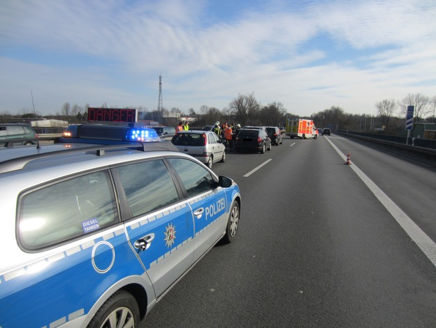 FW-MH: A 40: Verkehrsunfall mit 4 beteiligten PKW