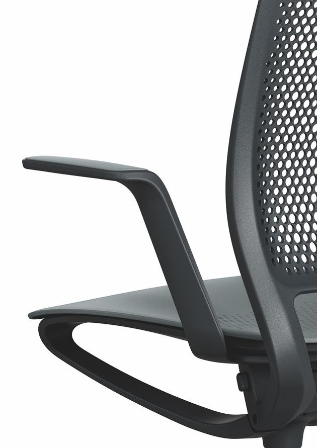 """World premiere at Orgatec 2018 -  Swivel chair se:motion - dynamic sitting rethought. Weiterer Text über ots und www.presseportal.de/nr/43223 / Die Verwendung dieses Bildes ist für redaktionelle Zwecke honorarfrei. Veröffentlichung bitte unter Quellenangabe: """"obs/Sedus Stoll AG"""""""