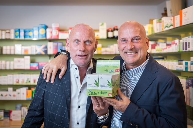 """Roelli brothers (Kristofer and Andreas Roelli) with Swiss Cannabis Gum / More information via ots and www.presseportal.ch/de/nr/100065176?langid=2 / Editorial use of this picture is free of charge. Please quote the source: """"obs/roelli roelli confectionery schweiz GmbH"""""""