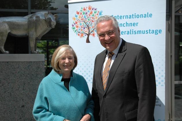 HSS-Vorsitzende Prof. Ursula Männle und Staatsminister Joachim Herrmann bei der Eröffnung der Internationalen Münchner Föderalismustage (Foto: HSS, fkn)