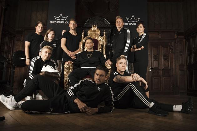 Acht neue Mitarbeiter starten für Till Schiffer und seinen Sport- und Lifestyleblog durch – hier das (fast) komplette Team im königlichen Ambiente.