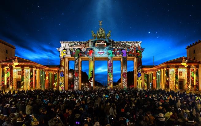 Berlin Feiert 30 Tage Die Freiheit Auftakt Mit Dem Grossereignis 15 Festival Of Lights Presseportal