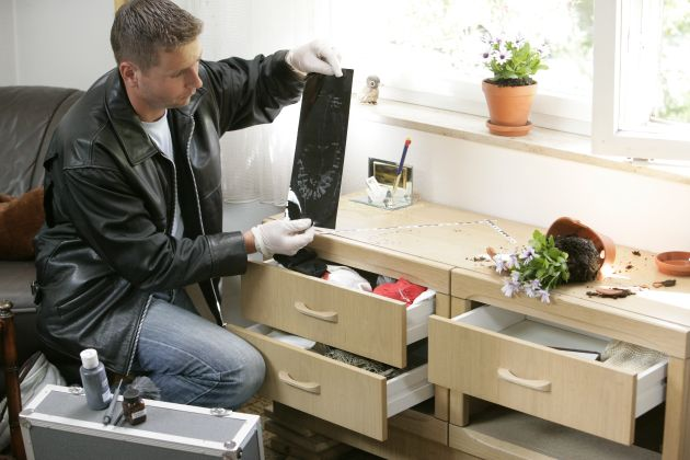 POL-CUX: Kriminalstatistik 2011: Trotz herausragender Ermittlungskomplexe erzielt Polizeiinspektion Cuxhaven / Wesermarsch abermals gute Ergebnisse.