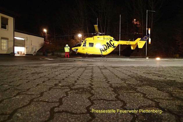 FW-PL: Christoph Westfalen landet in Plettenberg. Feuerwehr leuchtet Landeplatz aus