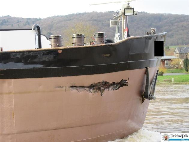 Riss am Bug des Gütermotorschiffes durch Dalbenanfahrung in der Schleuse Enkirch