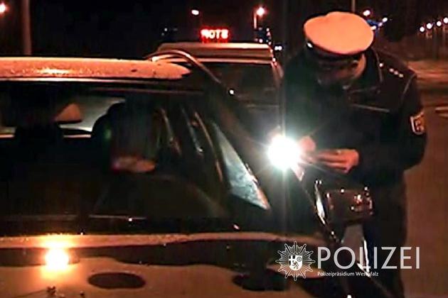 Insbesondere abends und nachts führt die Polize derzeit Verkehrskontrollen mit dem Schwerpunkt Alkohol & Drogen durch. (Archivbild)