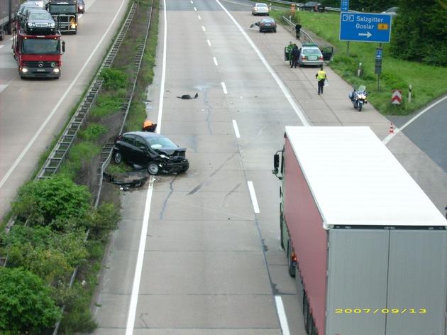 POL-HI: Schwerer Unfall auf der BAB 7 mit vier beteiligten Fahrzeugen und einem Sattelzug