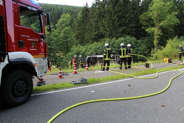 FW-OE: schwerer Verkehrsunfall mit Kleintransporter