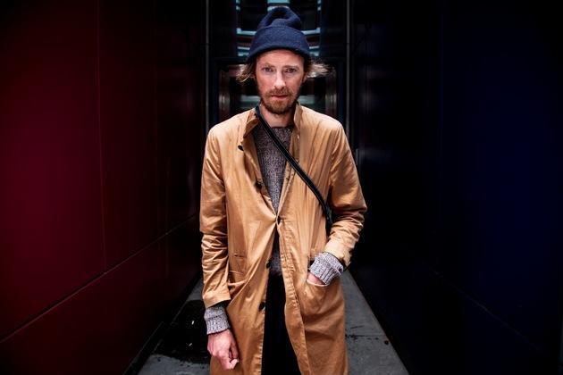 """Gewinner des """"Kölner Klopfer"""" 2017: der dänische Modedesigner Henrik Vibskov (Foto: Christian Larsen)"""