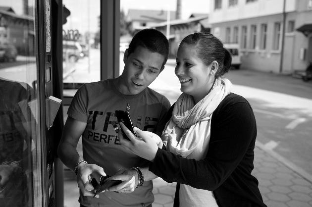"""Bezahlen ist neu so einfach wie SMS versenden. / Weiterer Text ueber ots und auf https://www.presseportal.ch. Die Verwendung dieses Bildes ist fuer redaktionelle Zwecke honorarfrei. Veroeffentlichung unter Quellenangabe: """"obs/smarcom ag""""."""