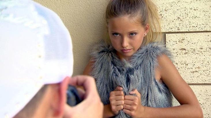 """Shania Geiss hat große Pläne: Der jüngste Spross von Carmen und Robert Geiss möchte Model werden. Ihre Eltern versuchen sie dabei so gut wie möglich zu unterstützen und müssen einsehen, dass ihre """"Kleine"""" gar nicht mehr so klein ist. """"Die Geissens - Eine schrecklich glamouröse Familie!"""" am Montag, 8. Oktober 2018, um 20:15 Uhr bei RTL II. Weiterer Text über ots und www.presseportal.de/nr/6605 / Die Verwendung dieses Bildes ist für redaktionelle Zwecke honorarfrei. Veröffentlichung bitte unter Quellenangabe: """"obs/RTL II"""""""
