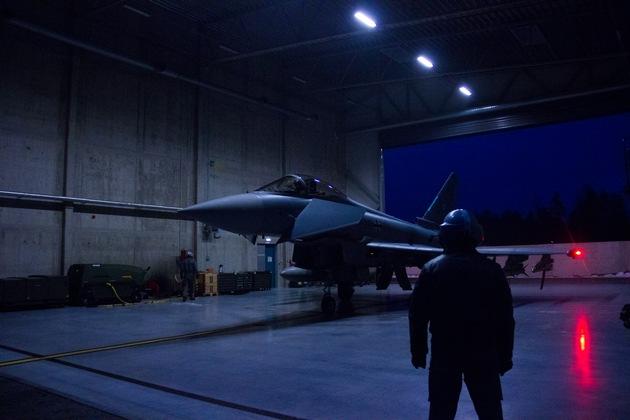 Vorbereitung eines Eurofighters für den Nachtflug in Ämari (Archivbild)
