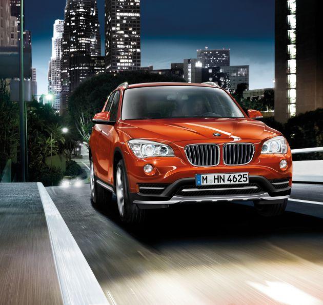 """BMW X1- xDrive28i - Valencia Orange metallic - X Line.(12/2013) Weiterer Text über OTS und www.presseportal.de/pm/28255 / Die Verwendung dieses Bildes ist für redaktionelle Zwecke honorarfrei. Veröffentlichung bitte unter Quellenangabe: """"obs/BMW Group"""""""
