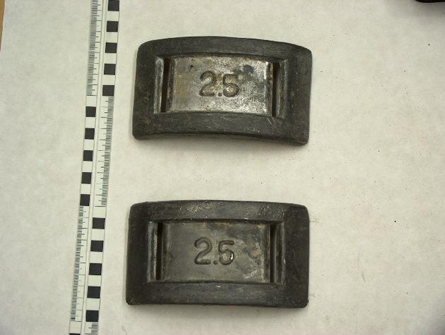 Gewichte mit Verfärbungen durch Lagerung, Aufnahmejahr 1993