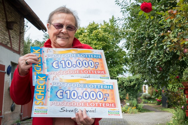 Hertha aus Büttelborn im Postcode-Glück: Die 79-Jährige hat 20.000 Euro gewonnen. Foto: Postcode Lotterie/Wolfgang Wedel
