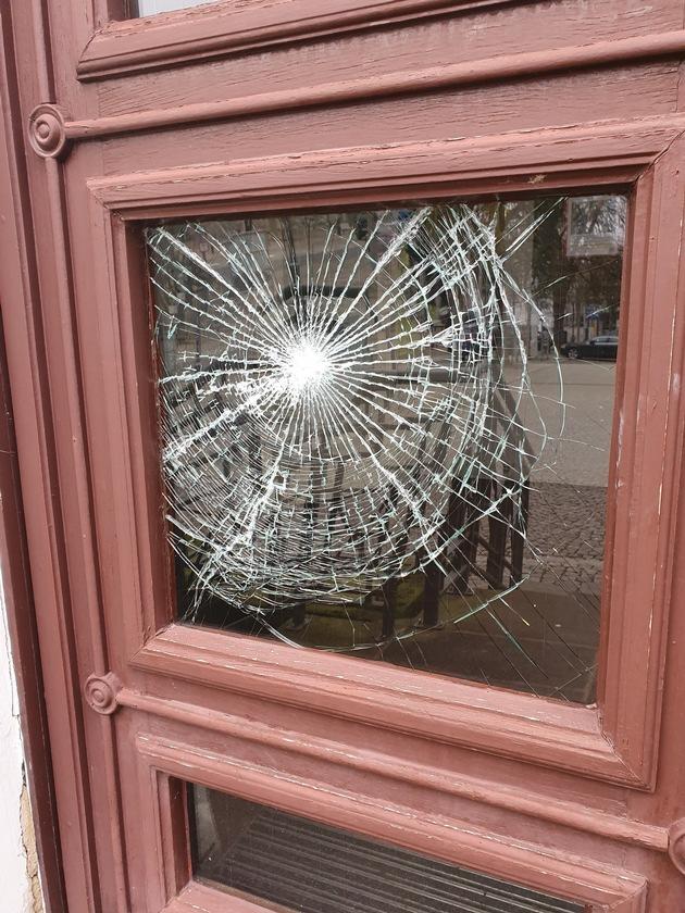 POL-NOM: Bad Gandersheim - Sachbeschädigung am Polizeidienstgebäude - Zeugenaufruf