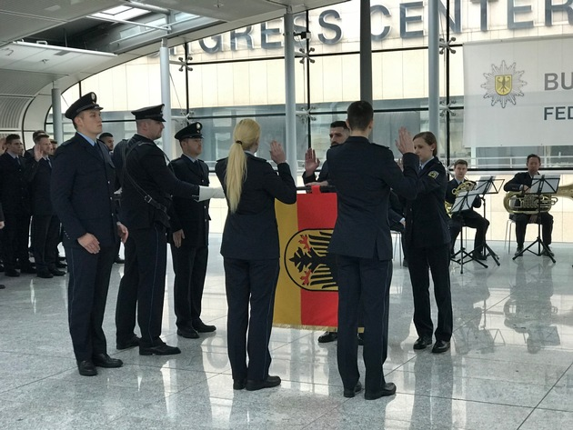 Vereidigung am Flughafen Frankfurt am Main