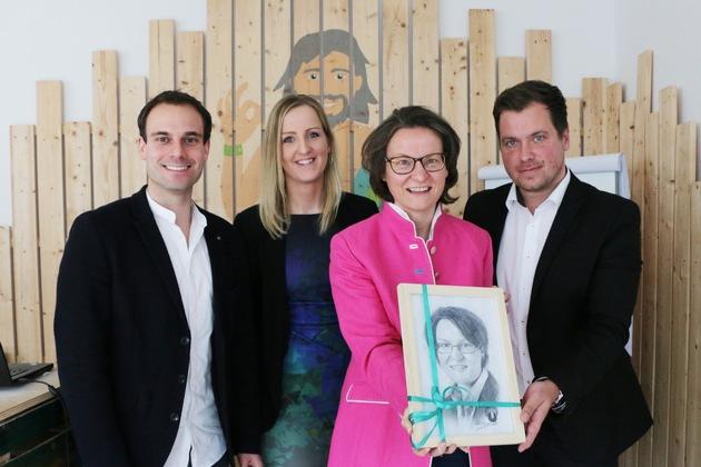 Presse-Info: Ministerin Scharrenbach zu Besuch bei Urlaubsguru