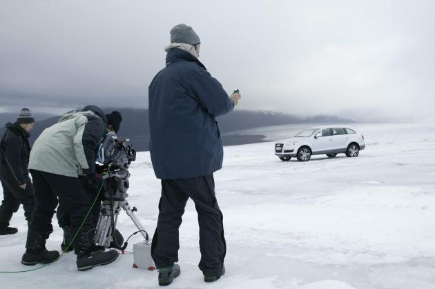 """Making of des neuen Audi Q7-Werbespots: Dreharbeiten mit dem Q7 auf dem isländischen Gletscher Langjökull. Die Verwendung dieses Bildes ist für redaktionelle Zwecke honorarfrei. Abdruck bitte unter Quellenangabe: """"obs/Audi AG"""""""