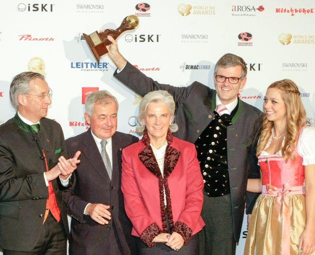 BILD zu TP/OTS - Kitzbühel wurde als ?Austria?s Best Ski Resort? bestätigt, den Preis World's Best Ski Resort Company 2014 gewann die Bergbahn AG Kitzbühel: (v.l.) Gerhard Walter (Direktor Kitzbühel Tourismus), Dr. Josef Burger (Vorstand Bergbahn AG Kitzbühel), Signe Reisch (Präsidentin Kitzbühel Tourismus), Dr. Klaus Winkler (Bürgermeister Kitzbühel) und Iana vom A-ROSA Kitzbühel.