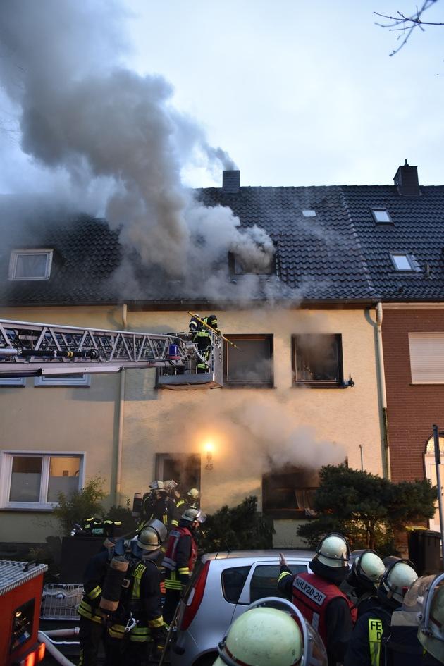 Die Rauchentwicklung aus dem betroffenen Gebäude