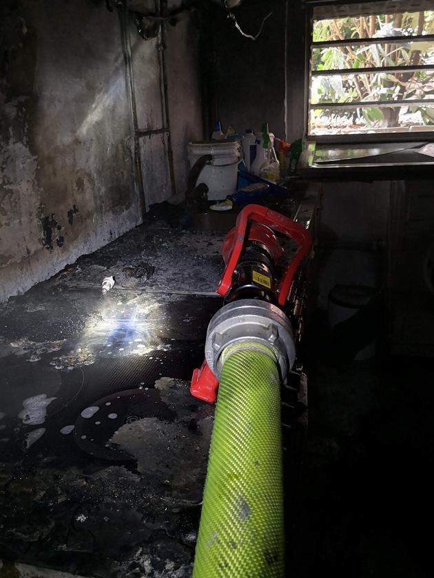 Der Kellerbrand wurde mit dem Hohlstrahlrohr schnell gelöscht.