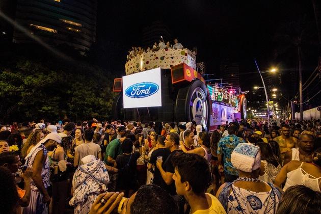 """Ford ist seit 2001 aktiver Sponsor der """"Trio Fobica""""-Paraden im brasilianischen Salvador. Dort werden noch bis zum 13. Februar schätzungsweise zwei Millionen Menschen Karneval feiern. Weiterer Text über ots und www.presseportal.de/nr/6955 / Die Verwendung dieses Bildes ist für redaktionelle Zwecke honorarfrei. Veröffentlichung bitte unter Quellenangabe: """"obs/Ford-Werke GmbH/DAVI LIMA"""""""