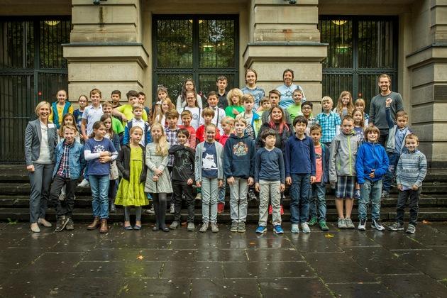 Die jungen Forscherinnen und Forscher nach der Diplomverleihung. (Foto: Heike Fischer/TH Köln)